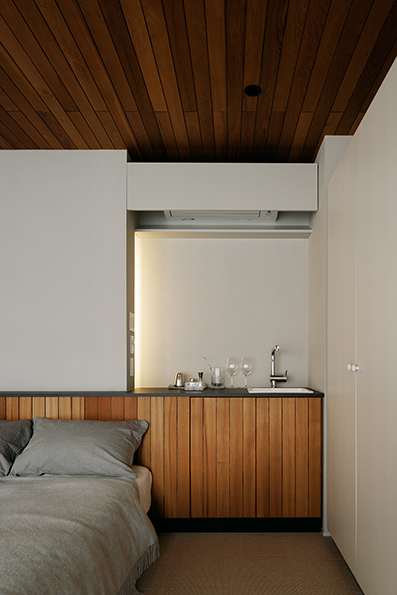 2階の寝室でもくつろげるように、ミニキッチンを設置