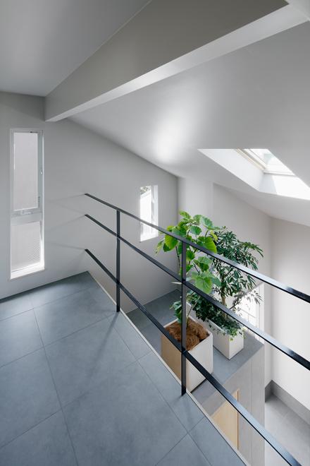 主寝室から続く書斎コーナー 玄関のホールと繋がっていて家族の出入も把握可能