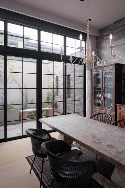 北側ガーデンは高い壁に囲まれて、近隣からの視線をカット