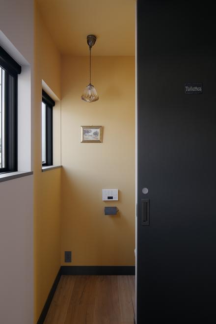 2階の黄色いトイレ