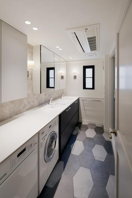 3mを超える洗面台にはビルトインの洗濯機と乾燥機を設置