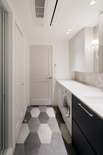 洗面の機能だけでなく、ランドリー室としても機能する