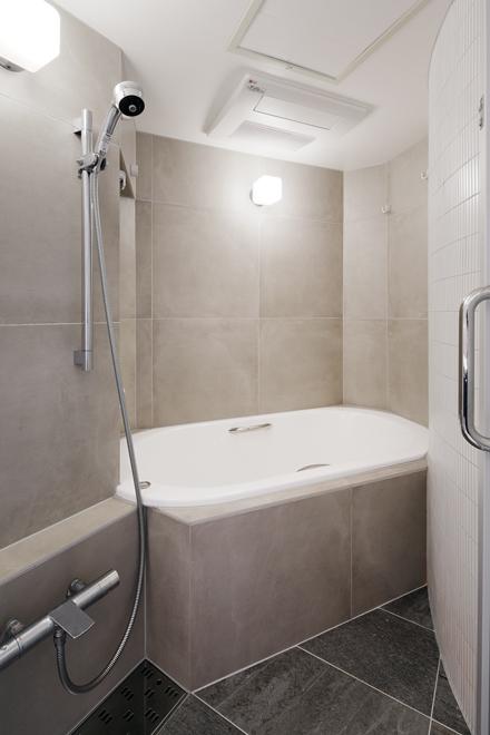 在来工法で造作したオリジナル浴室