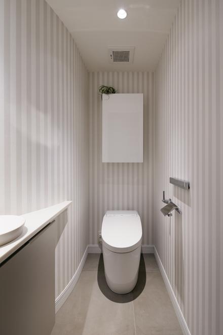 2階の階段室の一部に隠れているトイレ